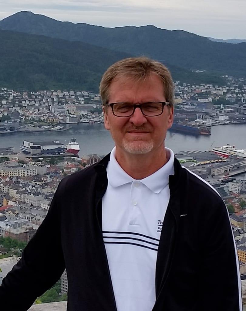 Dr. Robert Strauss